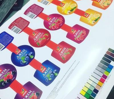 Цветопробы наклеек в полиграфии